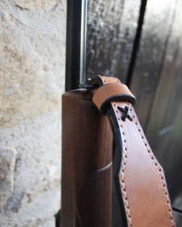 Bretelle pour fusils avec attaches silencieuses